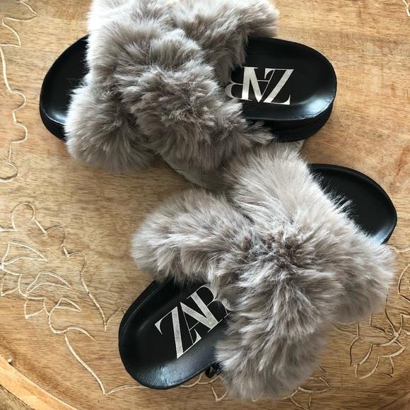 NWOT Zara Gray Faux Fur Low Heel Platform Sandals